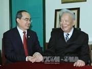 越南祖国阵线中央委员会主席阮善仁看望国防部前领导人家属