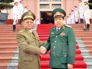 越南国防部长冯光青会见古巴革命武装力量部长莱奥波尔多