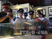 """""""越南黄沙与长沙群岛:历史证据与法律依据""""地图与资料展在坚江省开展"""