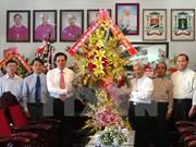 越南祖国阵线中央委员会代表团向安江省龙川总教区致以圣诞问候