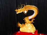 泰国龙和孔雀吉祥物展在越南林同省份举行