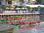 奠边省芒莱镇首次燕尾船比赛正式开赛