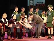 """越南前江省追授52位已故位母亲""""越南英雄母亲""""称号"""