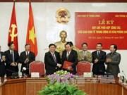 越共中央经济部同政府办公厅加强合作