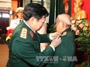 前越南人民军总政治局主任黎文勇大将荣获胡志明勋章
