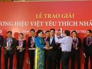 """29家企业荣获""""2014年最受欢迎的越南品牌""""奖"""