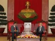 越共中央总书记接见老挝人民革命党中央组织部代表团