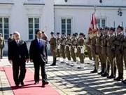 越南领导会见波兰总理