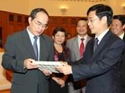 政府副总理阮善仁接见越南可持续发展工商理事会代表团