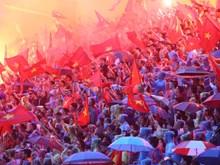 越南铁杆球迷与国奥队并肩作战(组图)