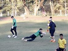 越南国家足球队为迎战老挝球队做好准备(组图)
