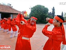 """越南清化省""""春谱舞蹈""""的文化特色"""
