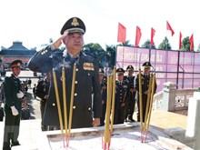 柬埔寨王家军代表团瞻仰嘉莱省烈士陵园
