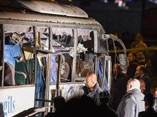 载有越南游客的埃及旅游巴士遭爆炸袭击(组图)