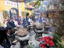 河内市许多信仰活动和文化场所春节吸引众多游客(组图)