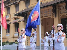 越南外交部举行东盟会旗升旗仪式 庆祝东盟成立52周年(组图)
