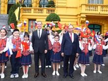 阮春福总理举行仪式欢迎俄罗斯联邦总理梅德韦杰夫访越(组图)