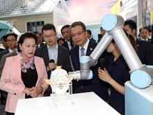越南国会主席阮氏金银参观中国中关村科技会展中心(组图)