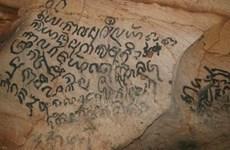 越南广平省风雅洞里古文字拥有千年历史