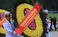 越南伤残军人与烈士日68周年:党和国家领导人向英烈们敬香