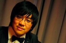 越南年轻钢琴师刘鸿光荣获国际钢琴比赛二等奖