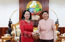 老挝国会主席会见越南国会代表团