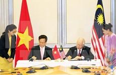 阮晋勇总理圆满结束对马来西亚的正式访问和出席新加坡独立日50周年庆典