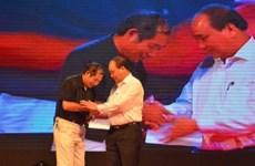 越南政府副总理出席为灾民捐款的慈善音乐会