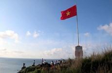 越南平顺省富贵岛上祖国旗台正式落成