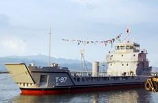 下龙造船公司向美洲出口的两艘运兵舰成功下水
