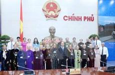 阮春福副总理会见前江省越南英雄母亲代表团