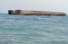 一艘载有100人的船只在马来西亚海域倾覆