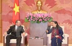越南国会副主席丛氏放会见古巴共产党代表团