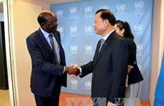 越南政府副总理武文宁在日内瓦密集会见各国际组织领导人