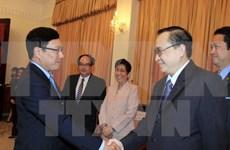 越南政府副总理范平明会见菲律宾外交与政治次长艾凡