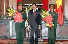 越南国家主席张晋创颁发晋升大将军衔命令状