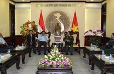 越南国防部和总参谋部领导会见外国客人