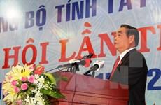 黎鸿英同志出席越共西宁省第十次代表大会