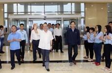 越南国会主席阮生雄接触河静省选民