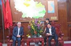 法国共产党代表团来到越南北宁省了解经济社会发展经验