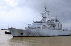 """法国海军""""葡月""""号舰访问岘港市"""