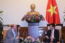越南政府副总理兼外长会见英国国防部副司令