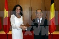 比利时参议院议长克里斯蒂娜•德弗莱涅圆满结束对越南的政治访问