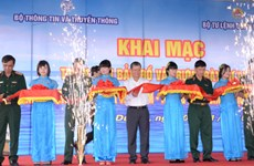 """题为""""越南黄沙长沙—历史证据和法律依据""""资料展在平阳省举行"""