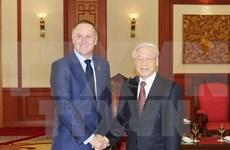 越共中央总书记阮富仲会见新西兰总理约翰•基