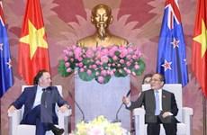 越南国会主席阮生雄会见新西兰总理约翰•基