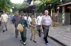 捷克参议院议长米兰•什捷赫访问越南广南省