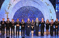 2015年越南人才奖颁奖仪式在河内举行
