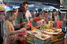 2015年越南手工艺村展览会吸引300多个展位参展