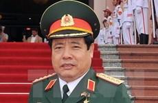 越南国防部长冯光清大将会见柬埔寨内政部国务秘书艾桑安